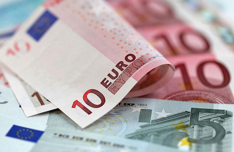 هر اسکناس دلار در صرافیهای مجاز ۱۰۰ تومان گرانتر شد