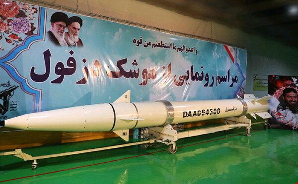 رونمایی از موشک «دزفول» در کارخانه زیرزمینی سپاه