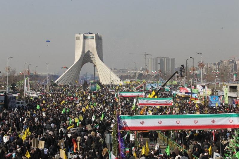 «جشن بزرگ انقلاب» تابناک