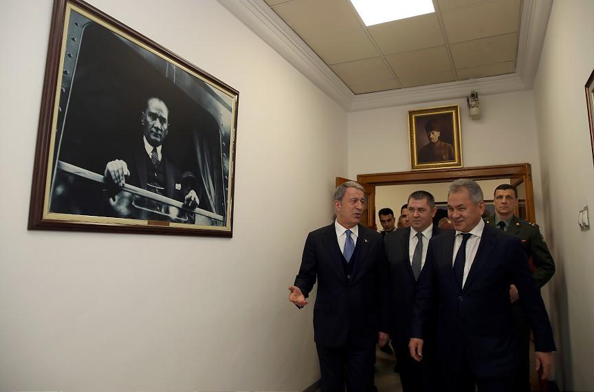 وزیران دفاع ترکیه و روسیه دیدار کردند