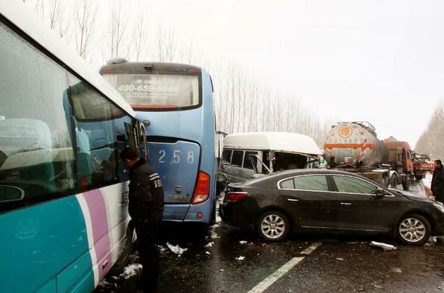 تصادف مرگبار بیش از ۱۰۰ خودرو در چین