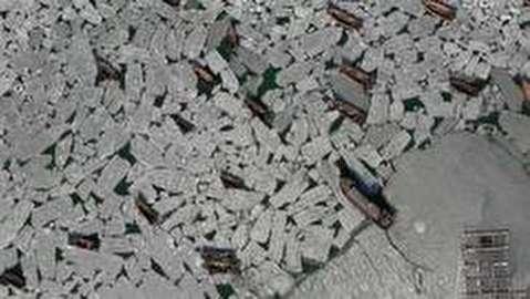 صدها قایق در بندر دالیان چین گرفتار میان یخ