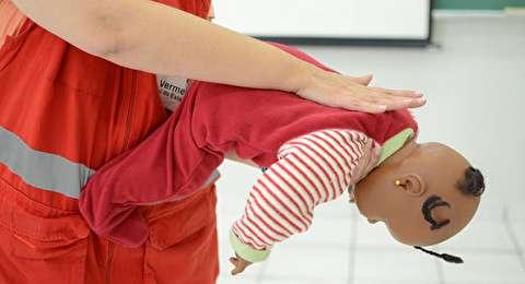 کمکهای اولیه برای خفگی نوزادان و کودکان