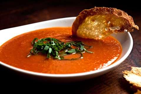 طرز تهیه سوپ گوجه بریان شده و فلفل دلمه قرمز