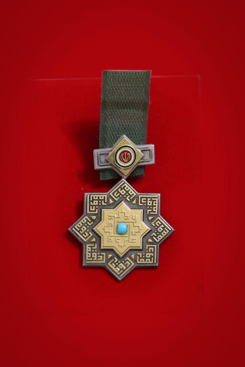 اعطای نشان ذوالفقار به سردار سرلشکر سلیمانی