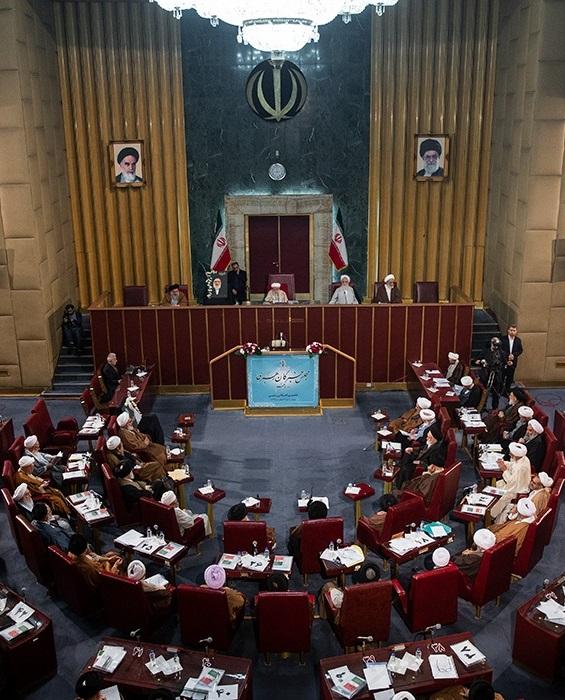 جنتی: باید دست رهبری را برای انتخاب رئیس جدید قوه قضائیه ببوسیم/ رئیسی برنده رقابت با آملی لاریجانی/ غیبت رئیسجمهور به دلیل سفر به عراق