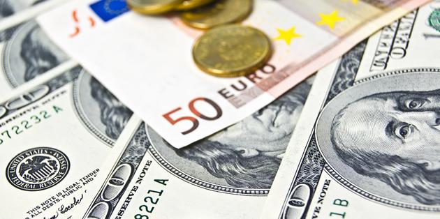 دلار و یورو در آخرین پنج شنبه سال، گران شدند