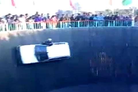 رانندگی دیوانهوار روی دیوار مرگ!