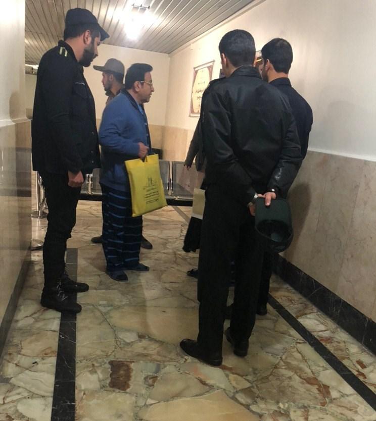حضور حسین هدایتی با لباس زندان در دادگاه