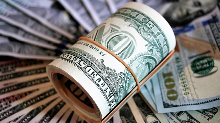 دلار در بازار تهران بازهم عقب نشینی کرد