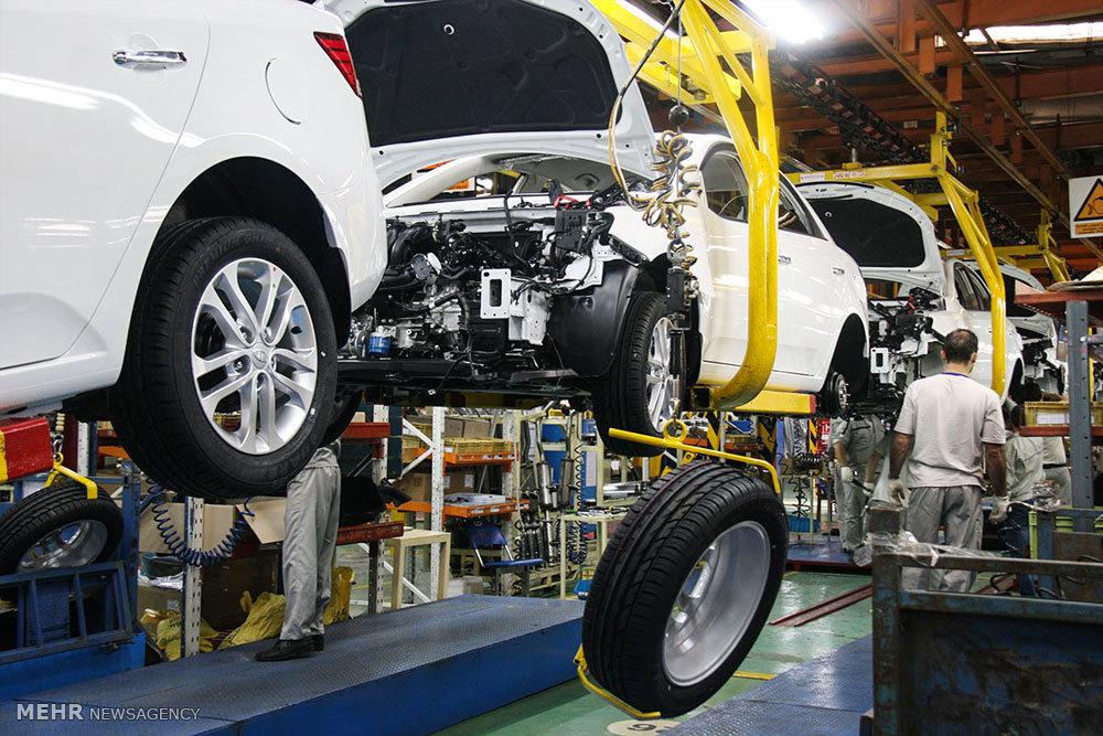 آشفته بازار خودرو با دپو شش ماهه ۳۰۰۰ کانتینر قطعات خودرو در منطقه آزاد چابهار و ۱۲۰ هزار دستگاه خودرو در کف کارخانه
