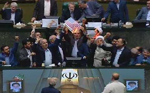 آتش زدن برجام در مجلس شورای اسلامی