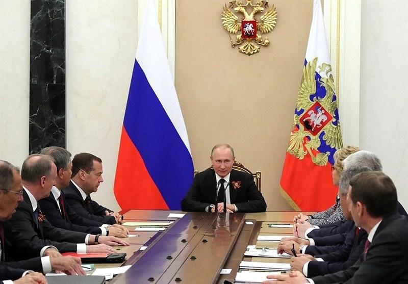 الجبیر:دستیابی به سلاح اتمی را دنبال می کنیم/ترامپ: ایران برنامه هستهای خود را آغاز کند با عواقب شدیدی مواجه میشود!/ نشست پوتین و شورای امنیت ملی روسیه درباره خروج آمریکا از برجام/ اتحادیه اروپا: به برجام پایبند میمانیم