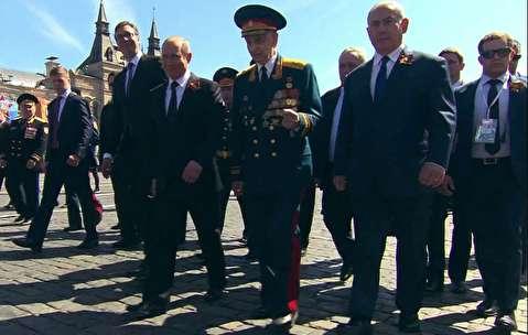 نتانیاهو کنار پوتین در رژه پیروزی ارتش روسیه