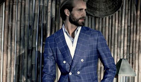 آیا مردان قدکوتاه میتوانند کتهای دو ردیفه دکمهدار بپوشند؟