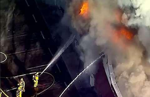 آتش سوزی مهیب یک فروشگاه در کالیفرنیا