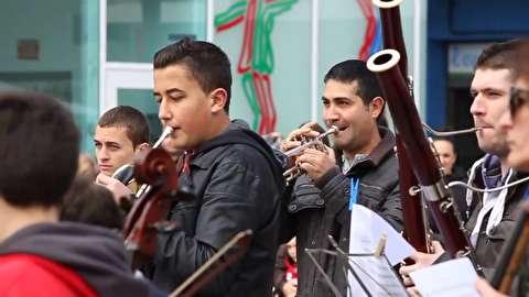 ارکستر سمفونیک در خیابانهای آلخمسی