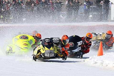 اسنومبیلرانی روی بندر یخ زده شیکاگو