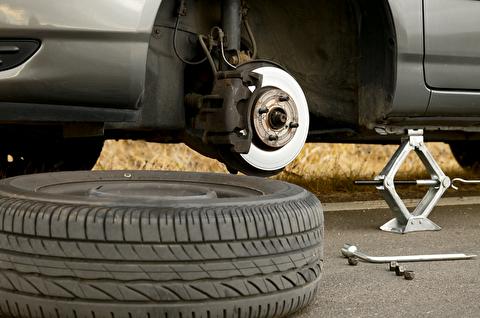 راهنمای کامل جک زدن خودرو و تعویض چرخ