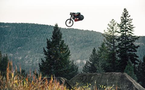 جدال با فراز و نشیبهای جنگل با دوچرخه بی ام ایکس