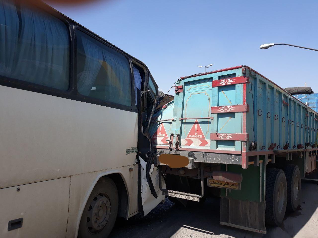 تصادف شدید اتوبوس ویژه استقبال از روحانی