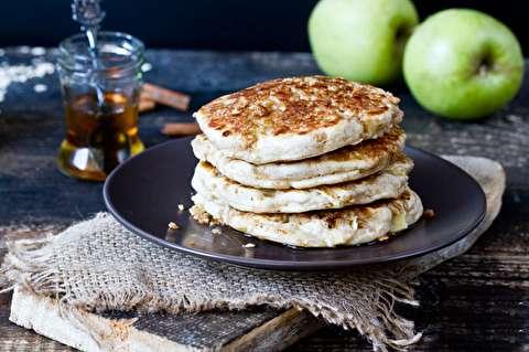 طرز تهیه پنکیک ترد سیب