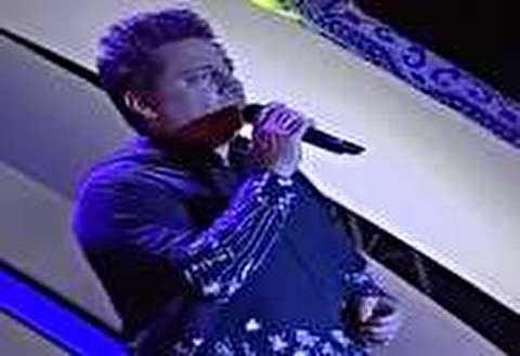گیر کردن سی دی در حال لب زدن خواننده!