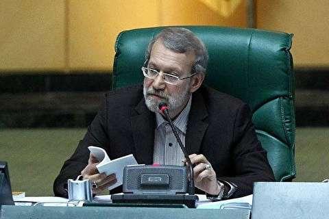 عصبانیت لاریجانی برای پهن کردن طومار در مجلس