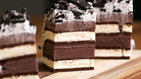 طرز تهیه کیک بستنی ساندویچی