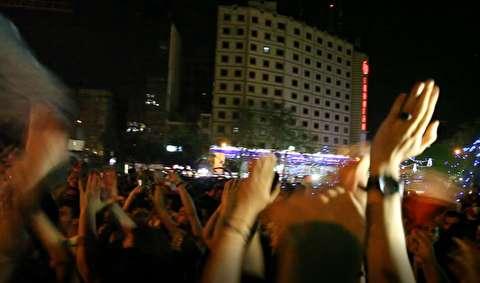 شادی مردم ایران پس از پیروزی تاریخی
