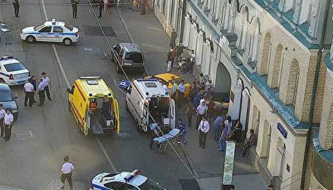 لحظه زیر گرفتن عابران در مسکو توسط تاکسی