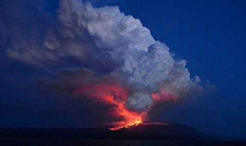فوران کوه آتشفشان در اکوادور
