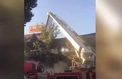 ریزش پاساژ پس از مهار آتشسوزی