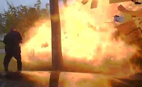 لحظه انفجار خودرویی که به ساختمان برخورد کرد