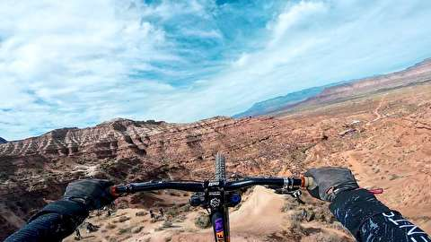 پشتک دوبل با دوچرخه روی سه تیغ کوه!