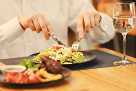 ده مورد از آداب غذا خوردن