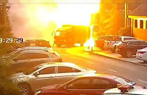 خودسوزی کامیون حین حرکت در خیابان