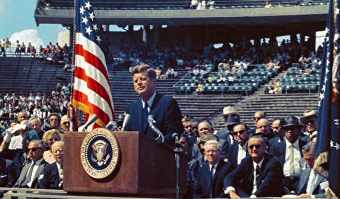 سخنرانی کندی در مورد سفر به ماه
