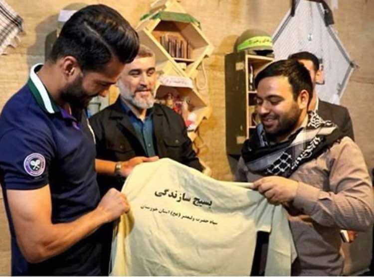 آشتی کنان شجاعی با بسیجی ها درجنوب ایران