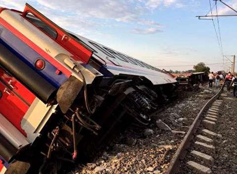 124 کشته و مجروح در اثر خروج قطار از ریل