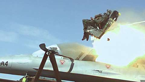 تست ایجکت صندلی خلبان جنگنده
