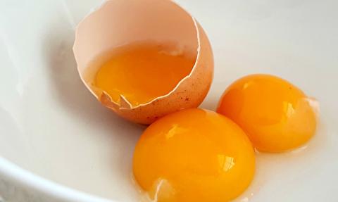 کدام زرده تخم مرغ سالمتر است؟