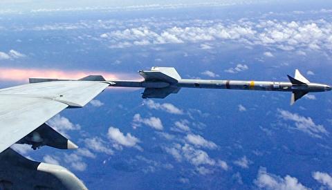 موشکهای آمرام و ایم-۹ سایدوایندر