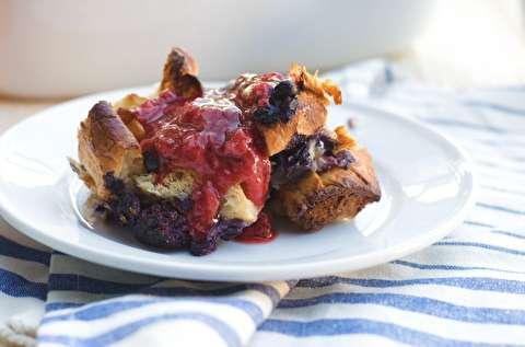 طرز تهیه کاپ کیک کراسان توت فرنگی و خامه