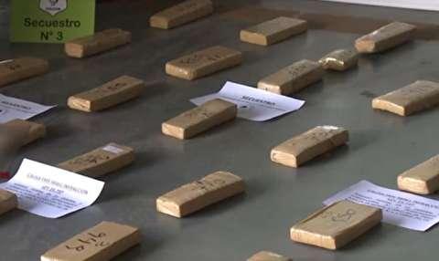 کشف مواد مخدر در مجسمههای جام جهانی