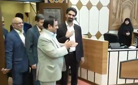 لحظه بازگشت سپنتا نیکنام به شورای شهر یزد