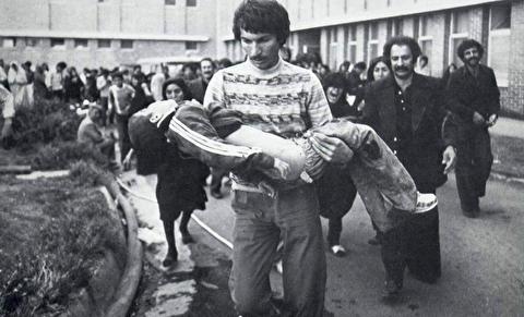 سوگواری بازماندگان قربانیان سینما رکس آبادان
