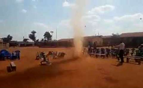 وقوع گردباد در مهمانی در کنیا!