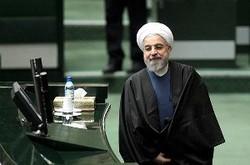 روحانی برای سخن گفتن با مردم به مجلس میرود