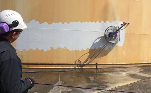 این ربات بدنه کشتیها را میشوید